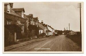POSTCARDS-SCOTLAND-DUMFRIESSHIRE-CARRUTHERSTOWN-RP-The-Village