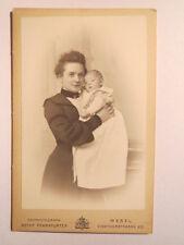 Wesel - Mutter mit Kind auf dem Arm / CDV