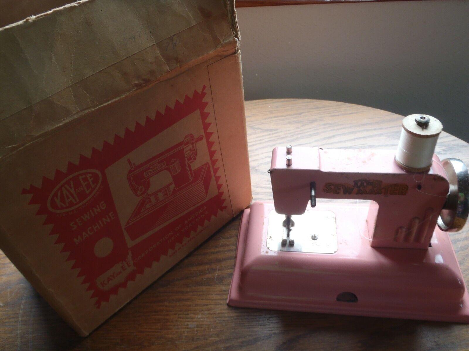 Rara Vintage Kay un EE máquina de coser en miniatura de Máquina de Coser Juguete De Hojalata Con Caja
