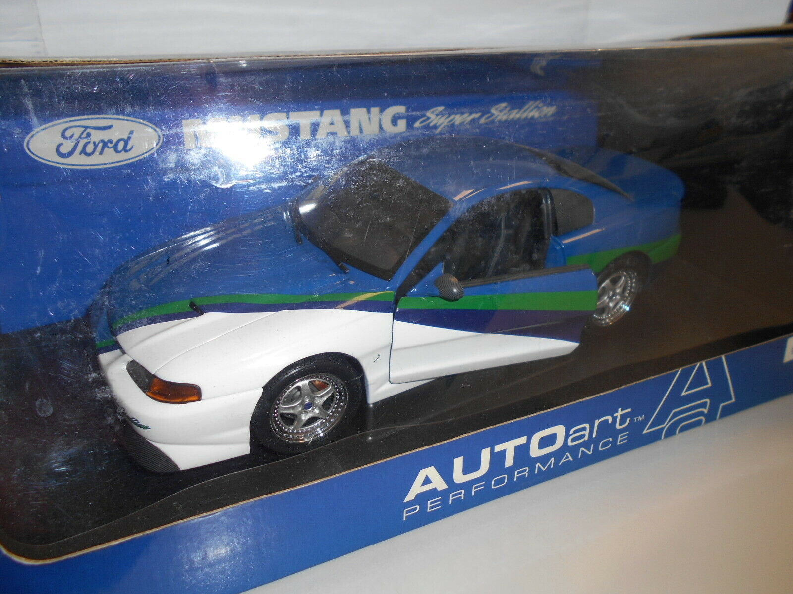 AA72710 by AUTOART FORD MUSTANG SUPER STALLION 1 18