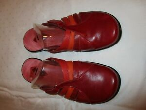 Clarks-72416-sandals-shoes-red-orange-multi-color-leather-size-8-M-USED-EUC