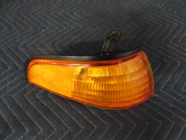 Park Signal Light fits 93-96 Ford Escort Passenger Side Marker Lamp F3CZ13200A