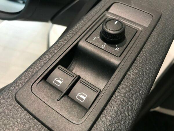 VW Transporter 2,0 TDi 102 Kassevogn kort - billede 1