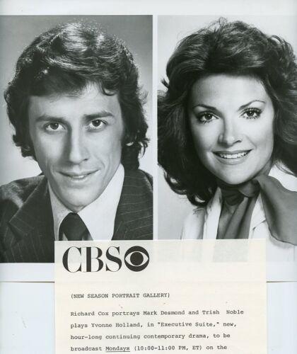 TRISHA-NOBLE-PRETTY-SMILING-RICHARD-COX-EXECUTIVE-SUITE-ORIG-1976-CBS-TV-PHOTO