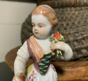 Meissen-Porcelain-5-1-2-034-Figurine-Farmer-Girl-w-Shovel-amp-Flowers-Germany-MINT