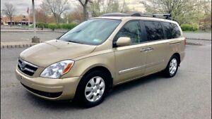 2010 Hyundai entourage 7 passenger van