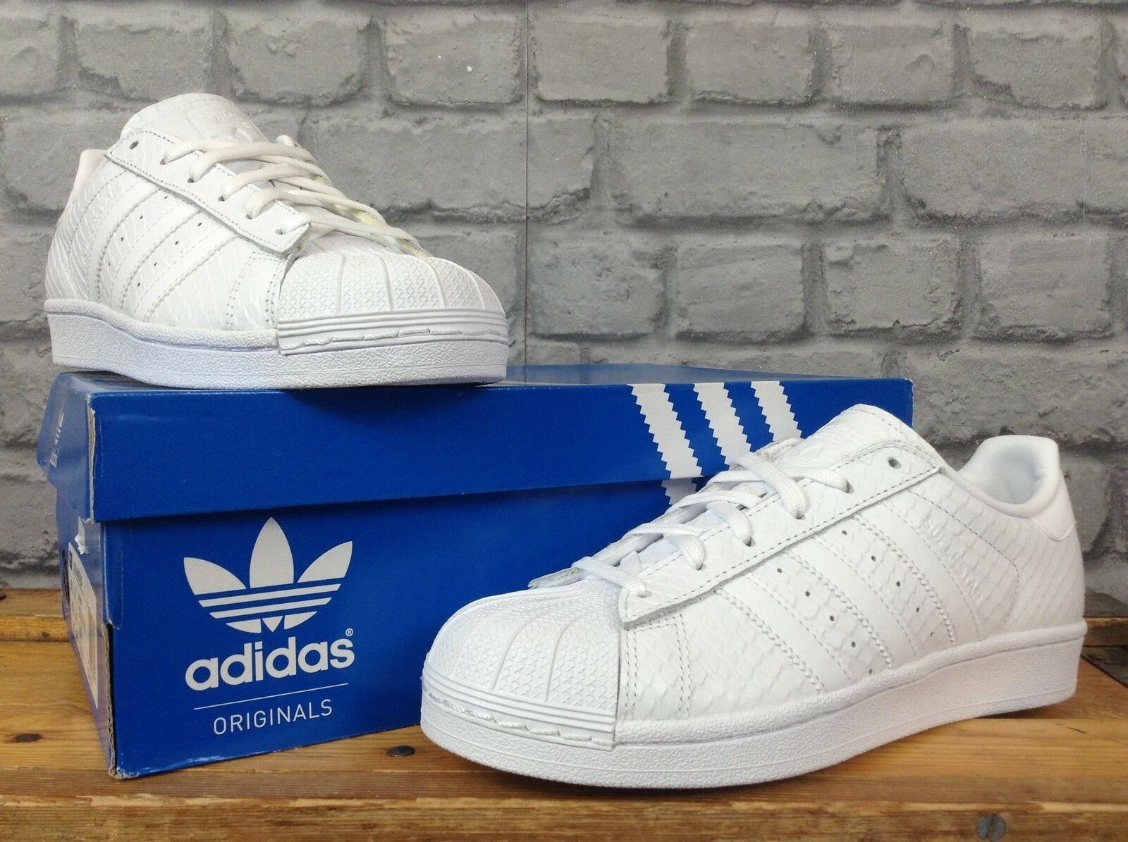 ADIDAS LADIES UK 5 EU 38 WEISS SUPERSTAR SNAKE TRAINERS