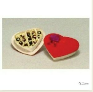 Miniature-Dolls-House-Accessories-Red-Velvet-Heart-Shaped-Chocolate-Box-1-12th