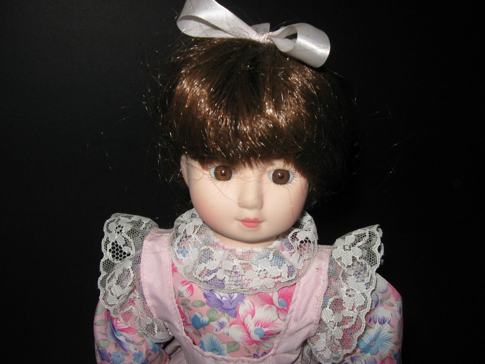 Hübsche Keramikkopf- / Deko-Puppe, ca. 38 cm, guter Zustand, mit Metallständer
