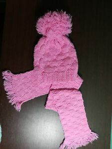 vasta selezione di edf66 fffac Dettagli su capello con sciarpa per bambina fatto a mano ai ferri colore  rosa