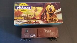 Athearn-HO-Scale-5018-ATSF-145562-San-Francisco-Chief-40-039-Box-Car-Kit-Train