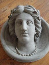 Estuco de fachada - Medallón Mujer con Collar perlas D=32 cm hormigón exterior