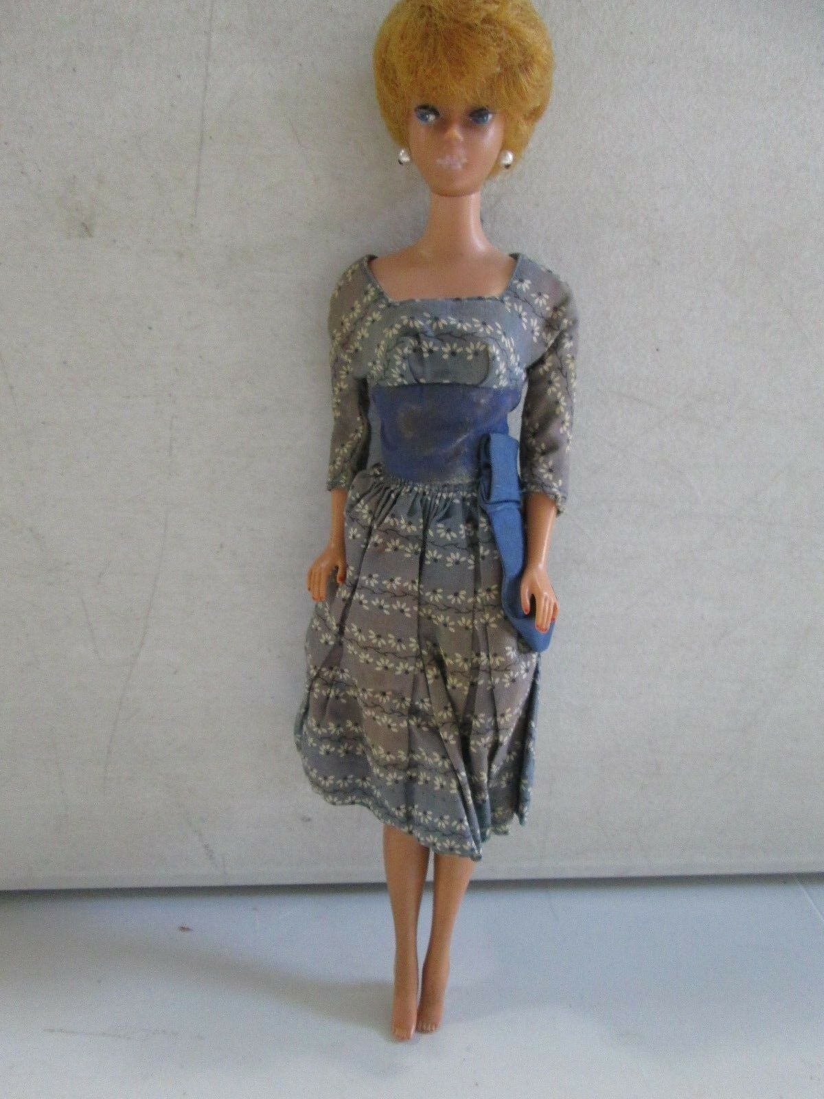 1961 Barbie Bubblecut con gafas de sol