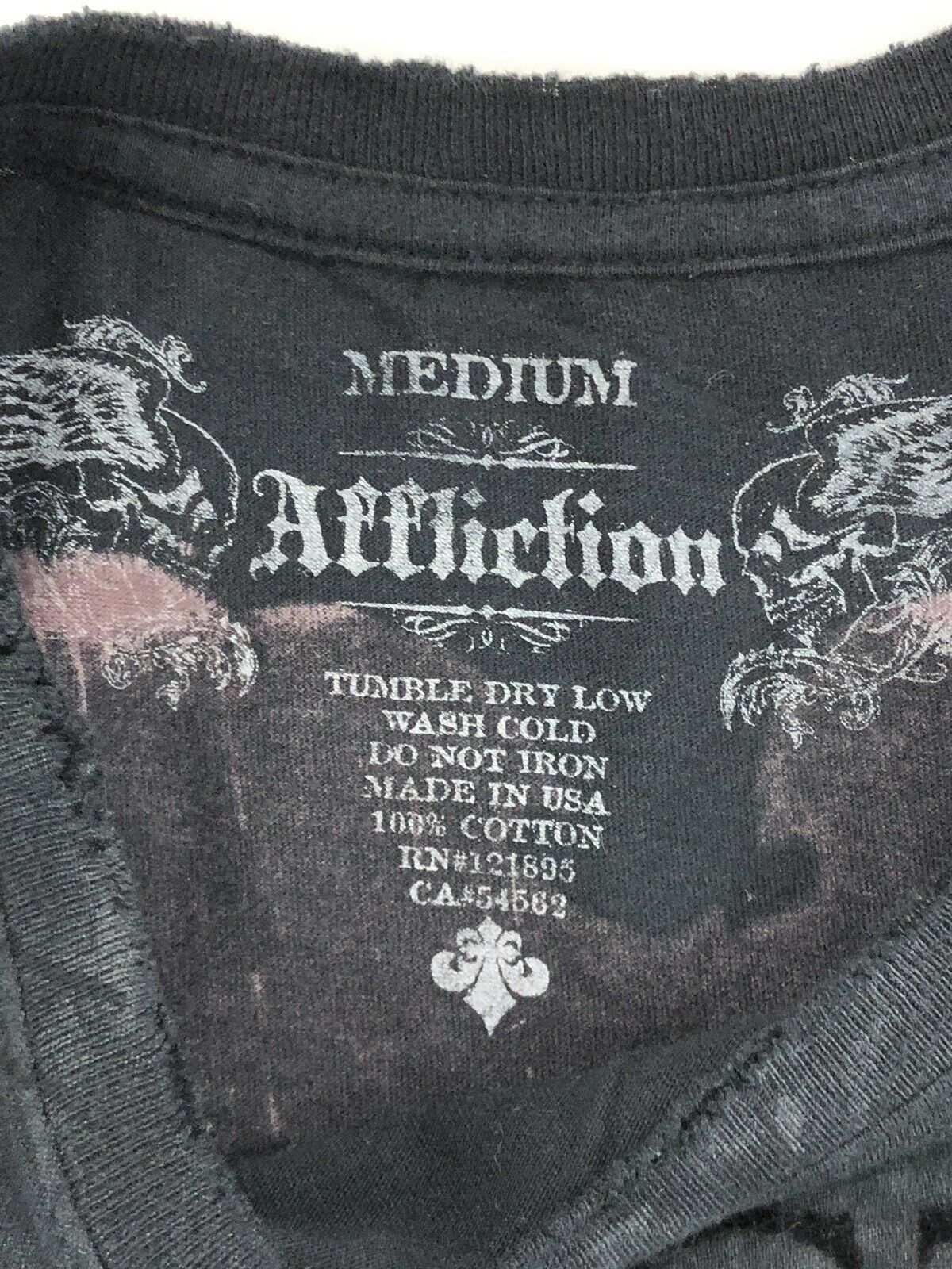 Affliction Men/'s Live Fast Seal Black Red Stitching Patches T-shirt A7948