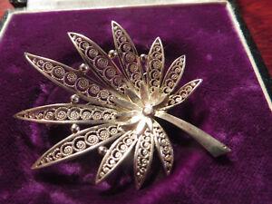 Bezaubernde-800-Silber-Brosche-Jugendstil-Art-Deco-Blume-Filigran-Hanf-Fein