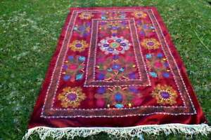 Hand-Embroidered-Wall-Hanging-Uzbek-Silk-red-suzani-Red-Star