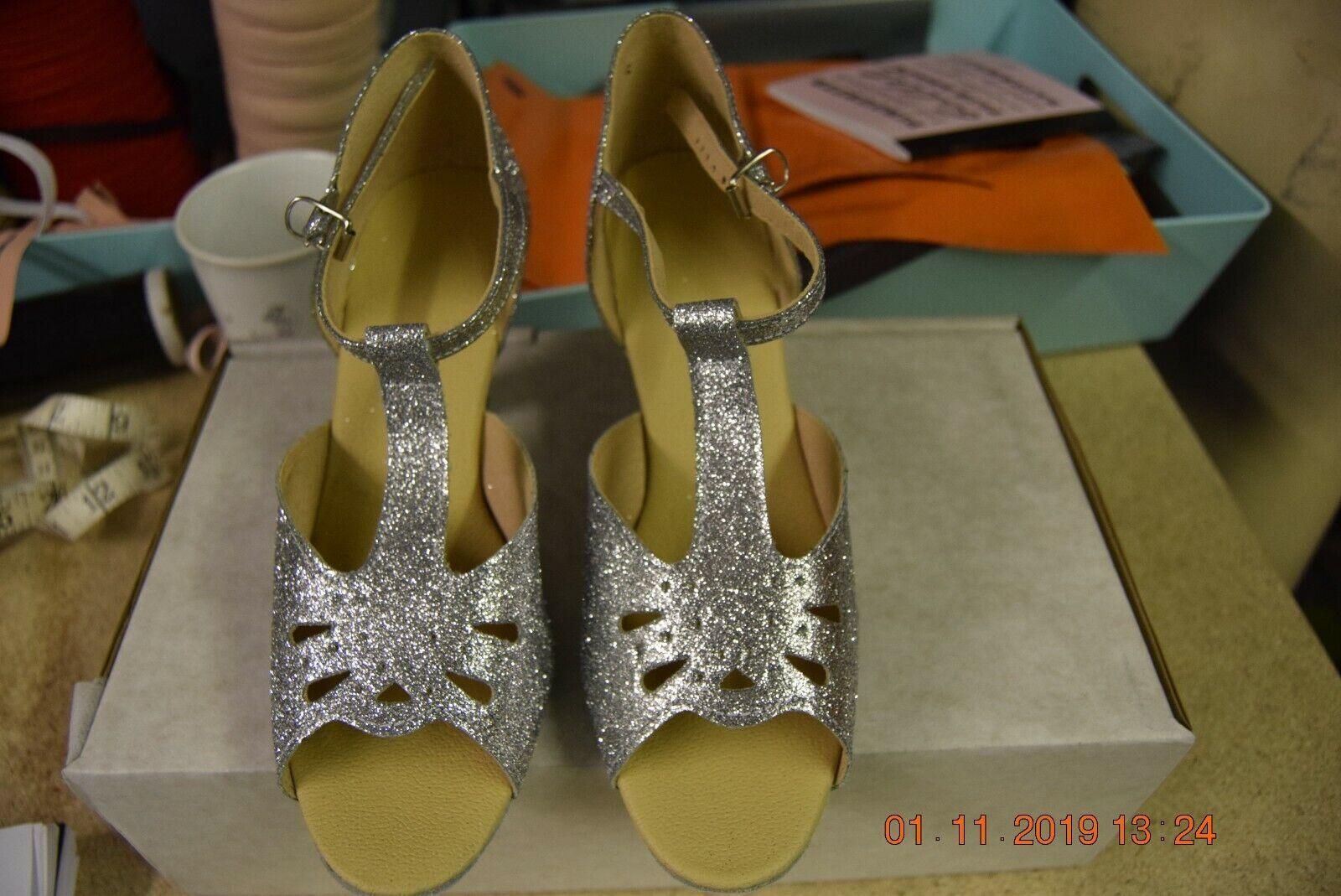 Silver glitter CBS 2