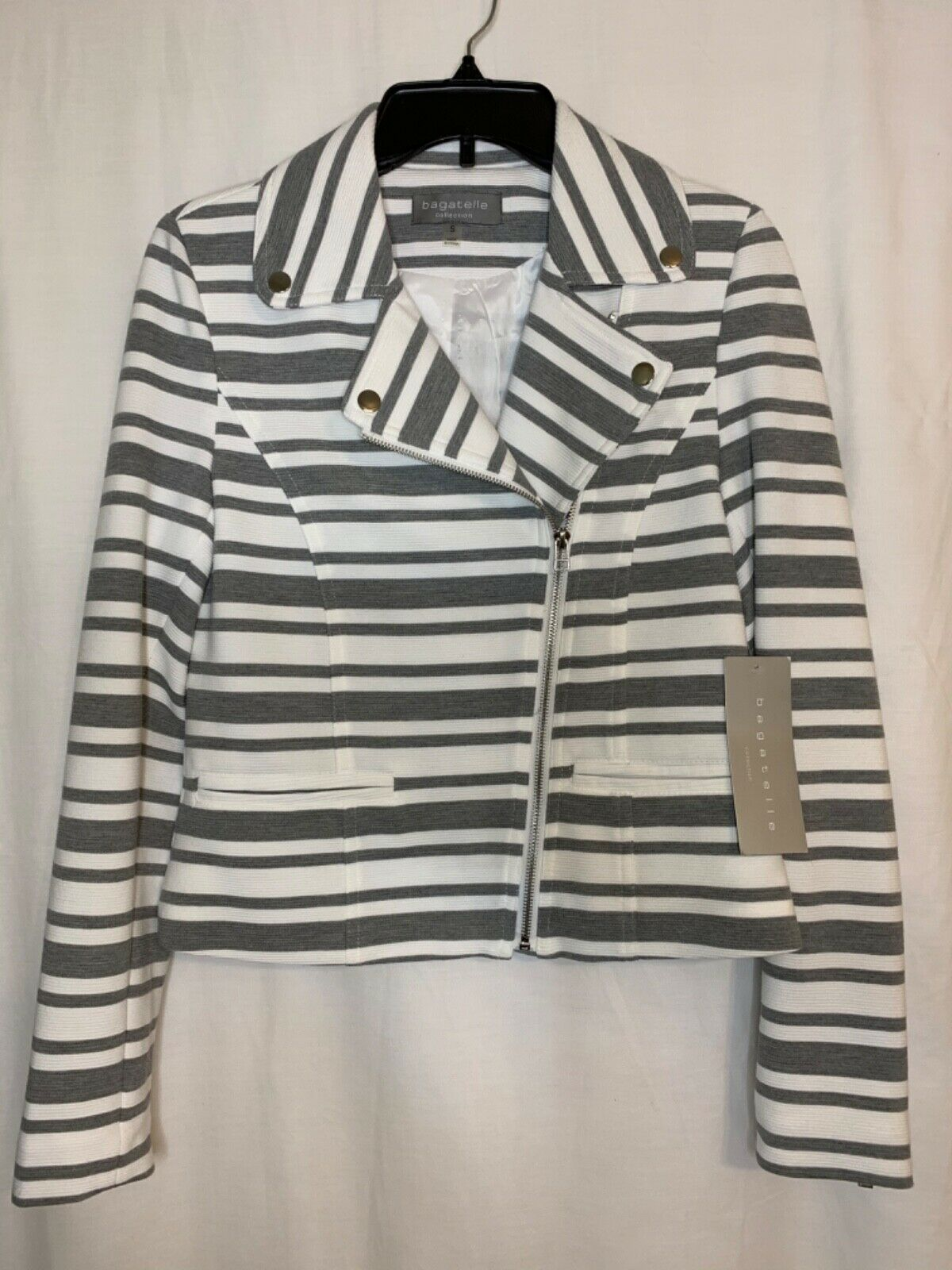 Bagatelle NWT Women's Gray and White Zipper Front Jacket Zipper Sleeves Size Sma