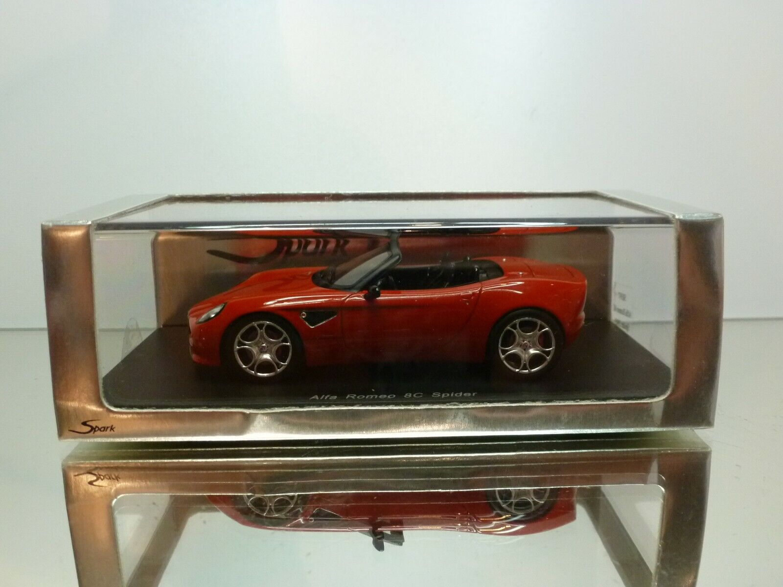 SPARK S0397 ALFA ROMEO 8C SPYDER 2005 - RED  1:43 - EXCELLENT IN BOX