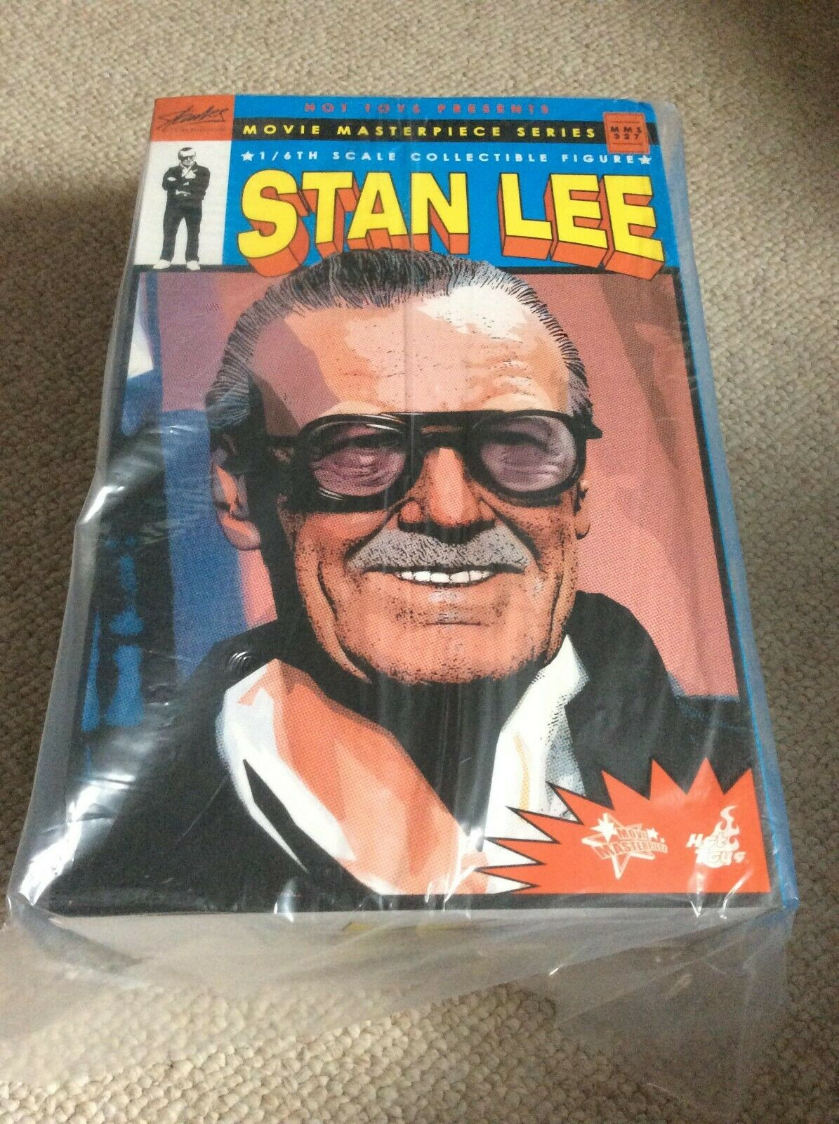 Hot Toys MMS327 Stan Lee collectible figure