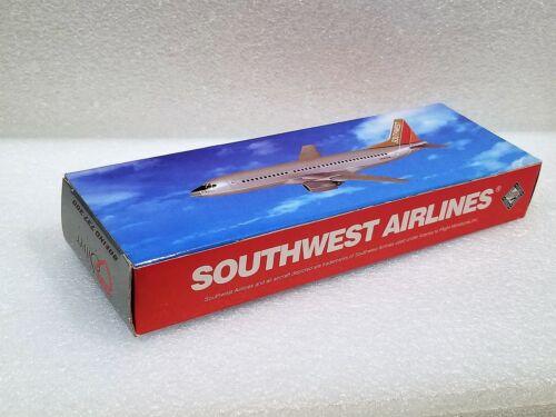 Flight Miniatures Southwest Boeing 737-300 Silver One Reg#N629SW 1//200