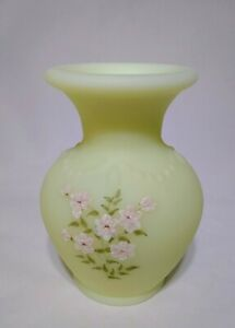 Fenton-Pink-Blossoms-On-Vaseline-Custard-Glass-Vase-Hand-Painted-Signed-Glows