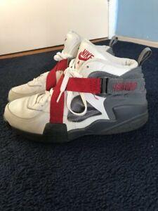 Nike Air Raid Size 11 White/ Varsity