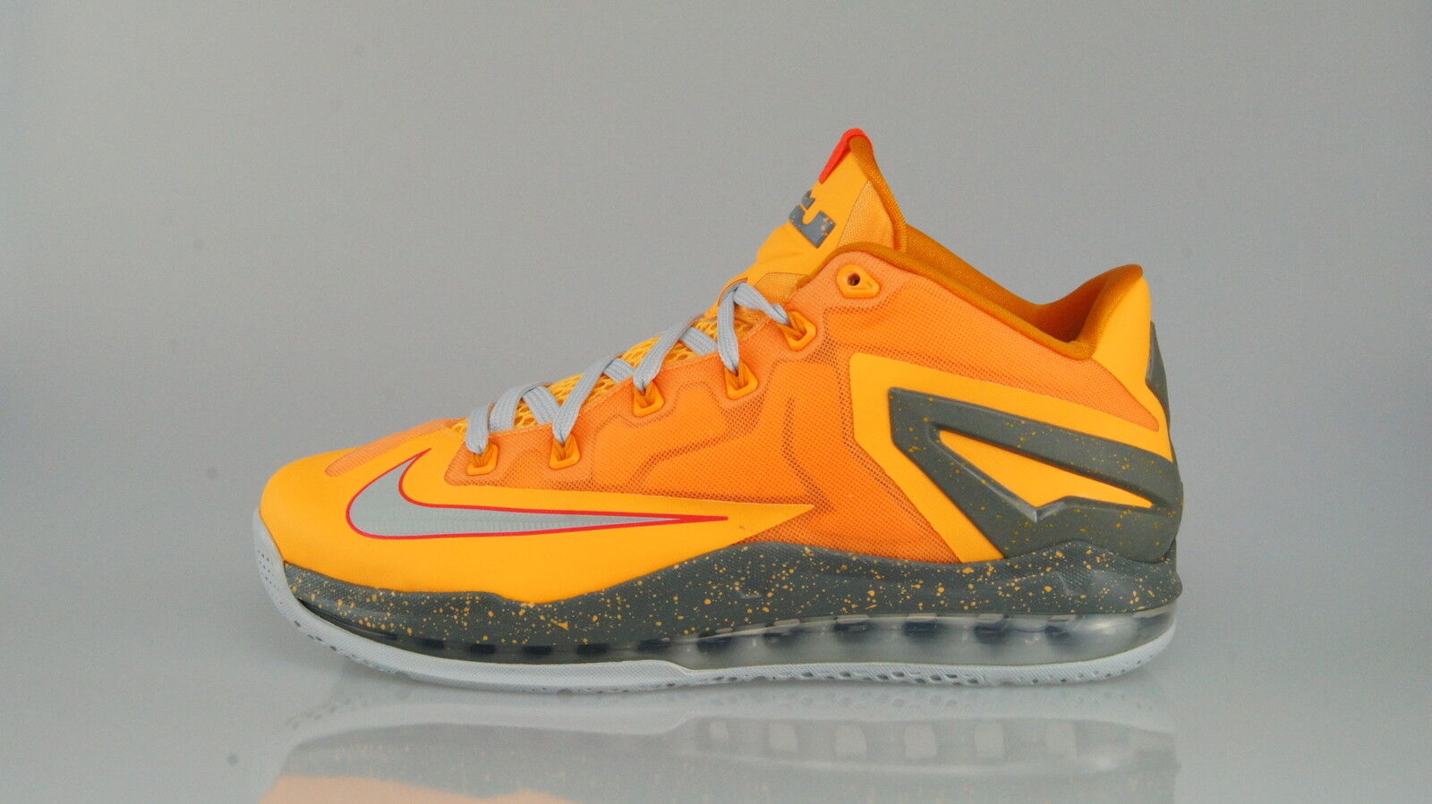NIKE AIR MAX LEBRON XI LOW Größe 41 (8US)