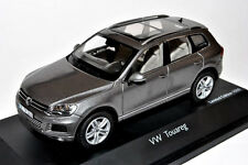 wonderful new  PR-modelcar VW TOUAREG 2010 - grey metallic - scale 1/43