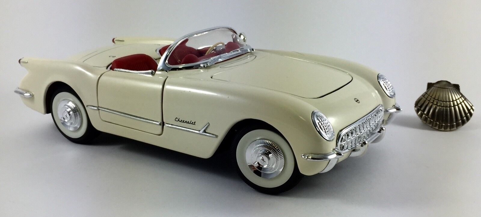 1 18 Solido Chevrolet Corvette Congreenible 1953 with blister & fascicle