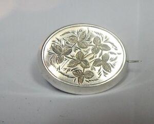 Edwardian-Sterling-Silver-Oval-Brooch-3-5-x-3-cms-engraved-leaf-design