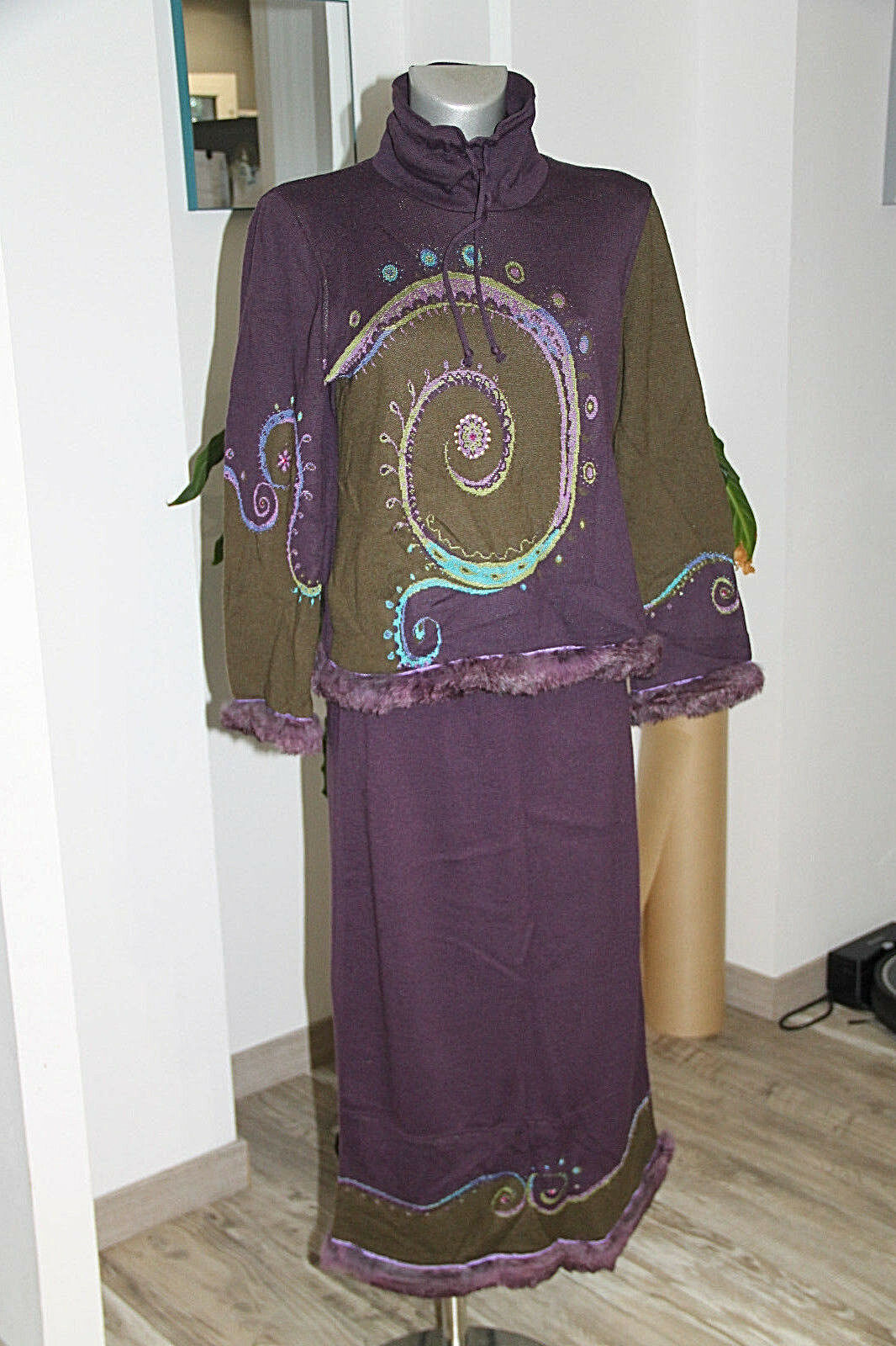 Luxueux ensemble lila et kaki  jupe + pull BlauEROS Größe S excellent état