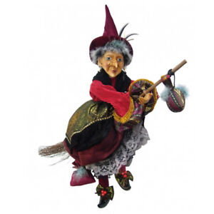 Qualified Witches Of Pendle 50cm Quality First Maureen Sorcière Battant rouge Et Or