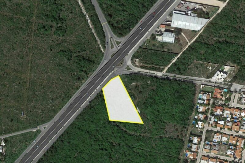 Lote de 7,640 m2 sobre Carretera Mérida - Motúl Fracción 3