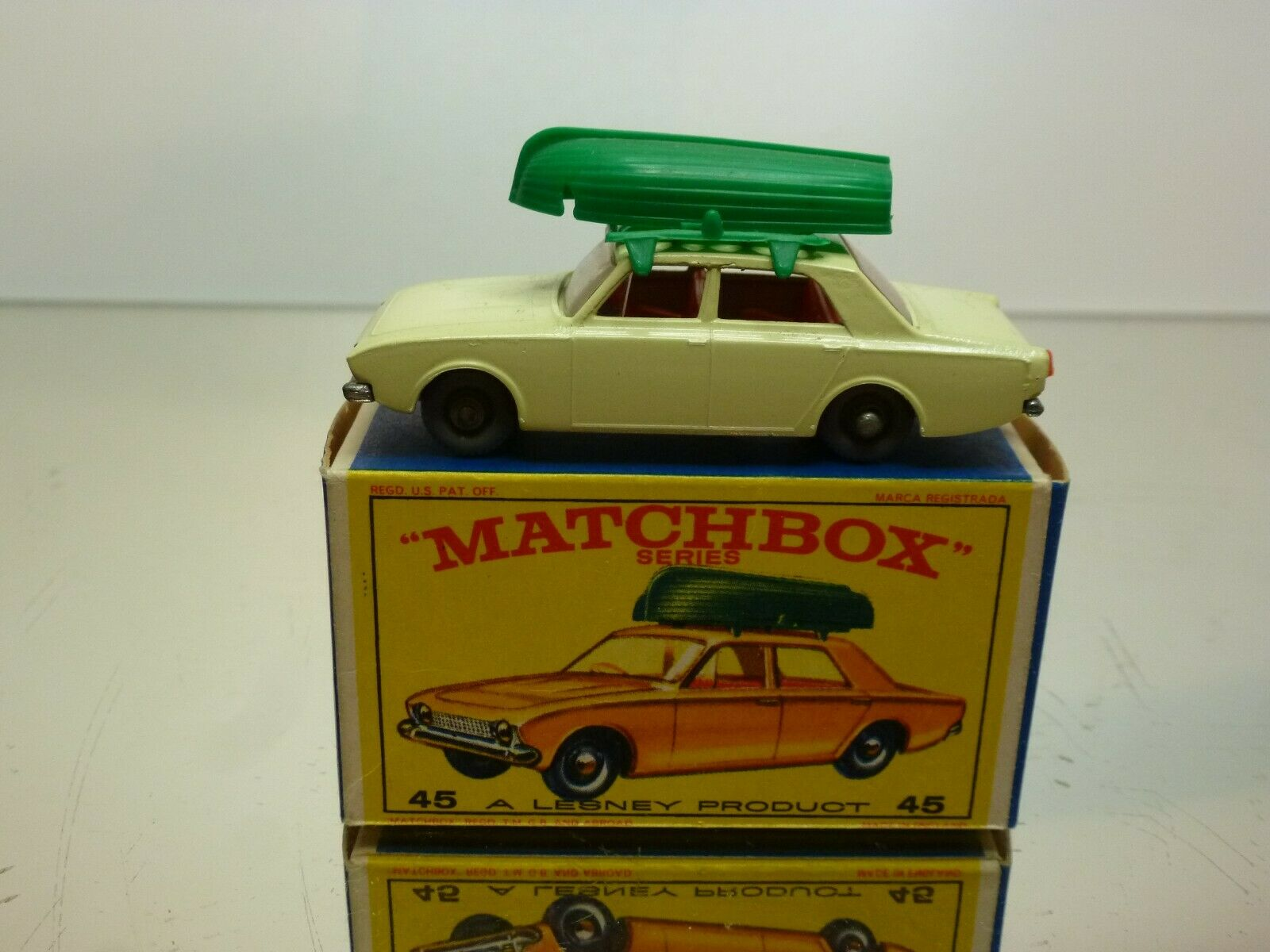 LESNEY MATCHBOX 45 FORD CORSAIR + BOAT - CREAM gris WHEELS - VERY GOOD IN BOX