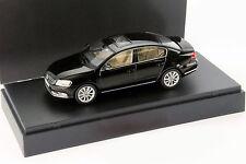 Volkswagen VW Passat Limousine Baujahr 2010 schwarz 1:43 Schuco