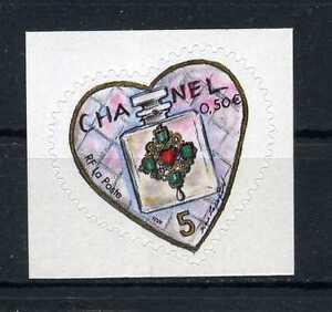 N-3632B-ADHESIF-COEUR-CHANEL-NEUF