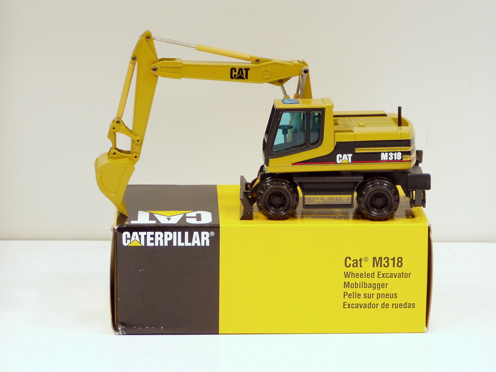 Caterpillar M318 Pelle - 1 50 - NZG  405 - Comme neuf IN BOX