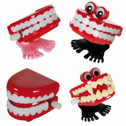 Wind Up Dents-Fun Farce Bavardage Cadeau Drôle faux ensemble de 4.