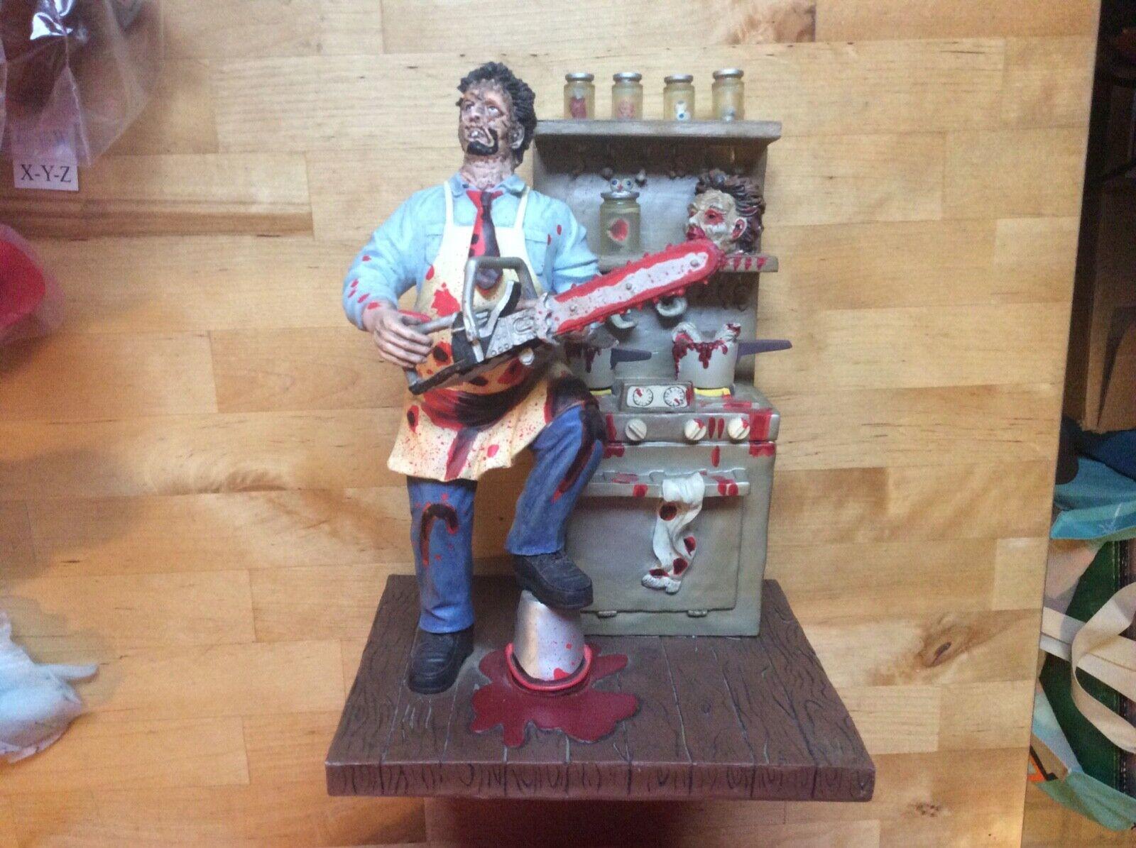 Texas Chainsaw Massacre LeatherFace Diorama 2001 complete w  box Rare statue