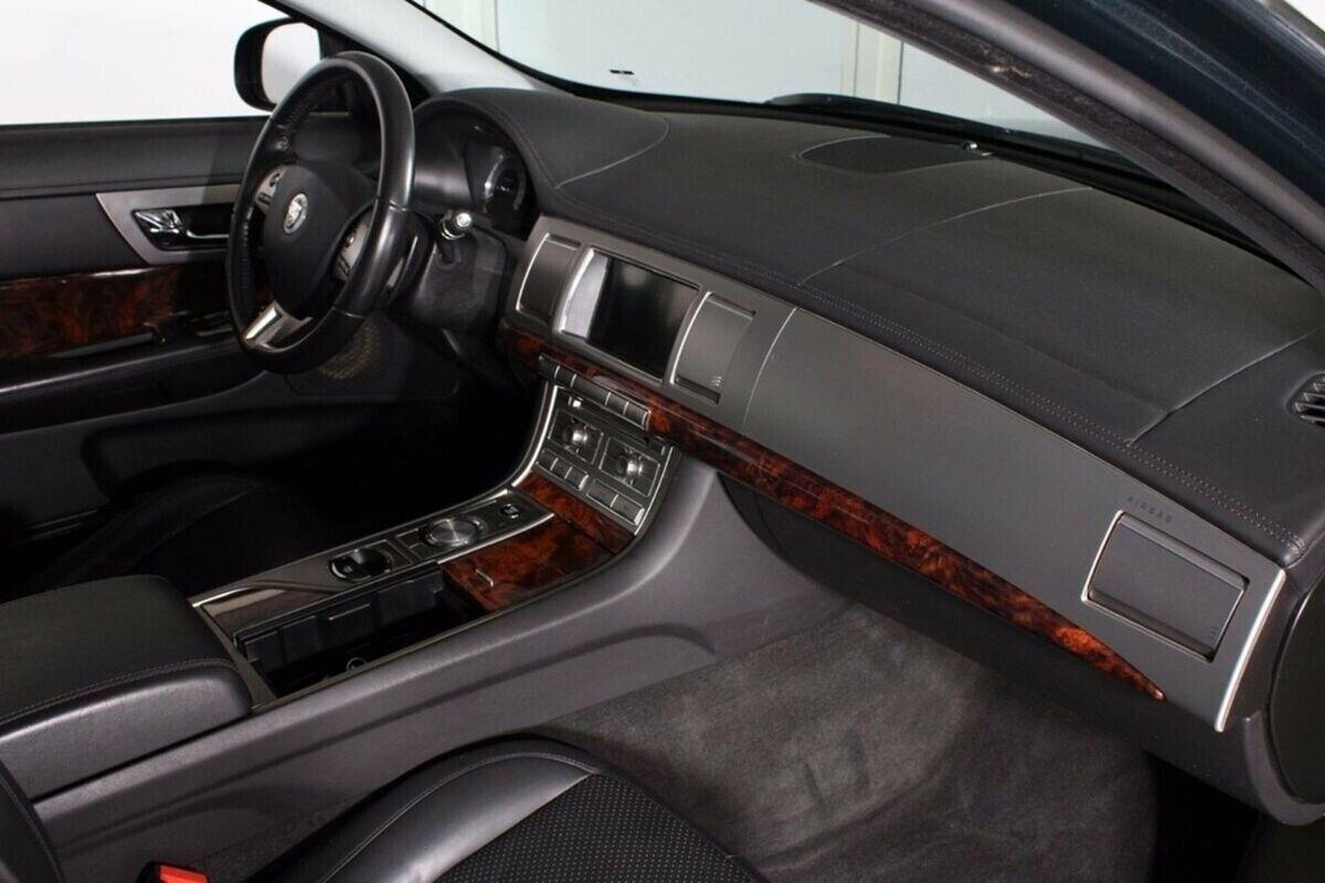 Jaguar XF 2,7 D V6 Luxury aut.