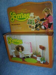 1980 The Littles Dollhouse – Daphne doll and Bathroom Furniture Set