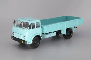 Scale model truck 1//43 MAZ-5111 dump truck with side unloading