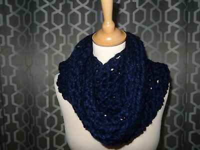 Super Chunky Foulard//snood//Cowl Infinity écharpe fabriqué à la main Crochet Bleu Marine Cadeau