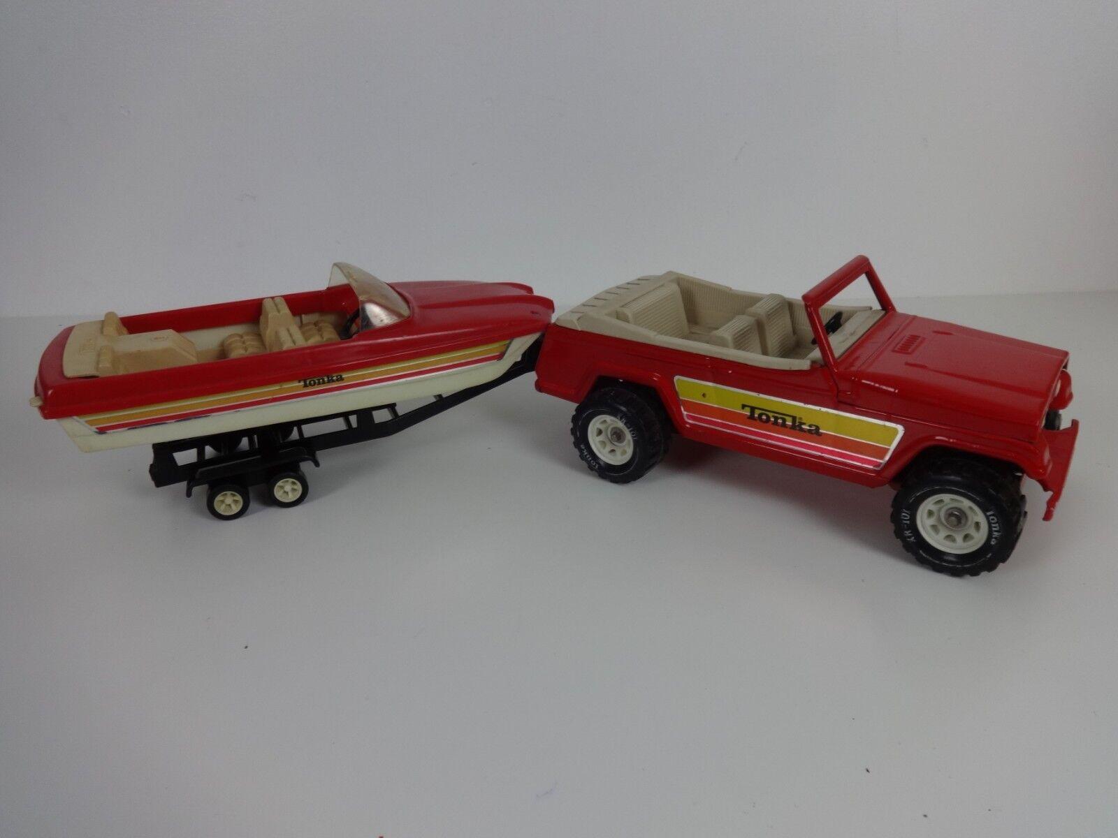 envío gratis Vintage Tonka De De De Juguete Diecast Metal Jeepster 53122 Rojo + barco de velocidad & Remolque 1970  alta calidad