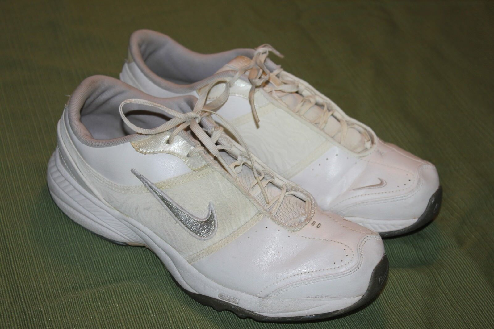 NIKE FCO WHITE LEATHER WOMEN'S ATHLETIC SHOES SZ 9 1/2M