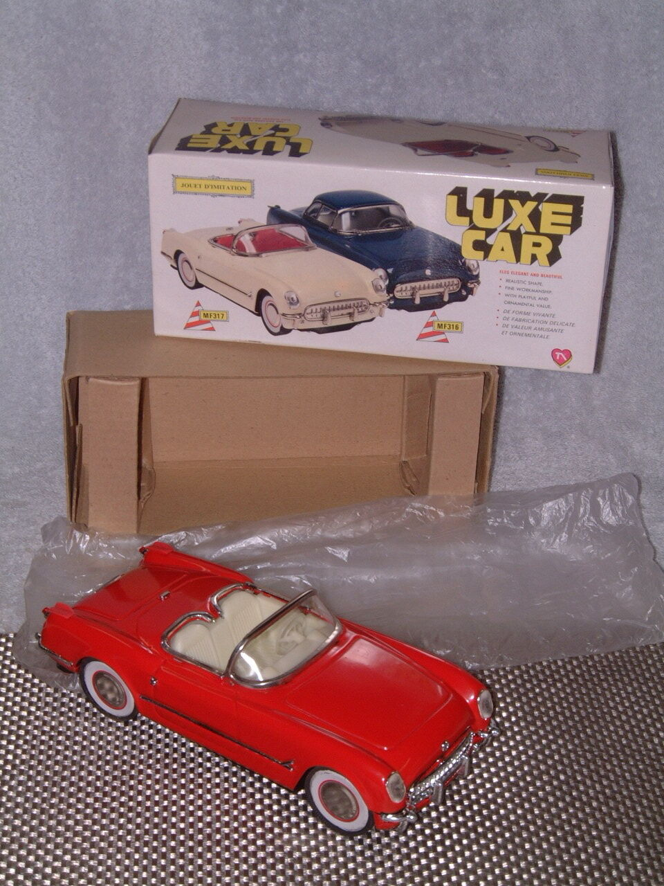 FULLY TIN, FRICTION POWERED LUXE CAR CHEVROLET CORVETTE CABRIOLET. NOS