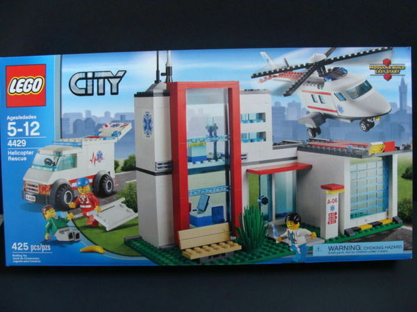 NEW LEGO CITY Helicopter Rescue 4429 Hospital Ambulance Garage Doctor Sealed NIB