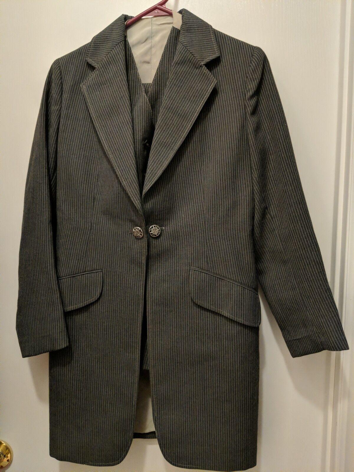Grey  3 piece SaddleSeat pin Strip suit Great condition   sz 10R  authentic online