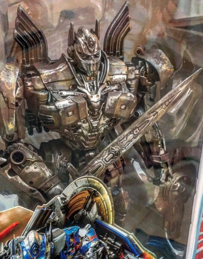 Transformers 5  The Last Knight Movie Voyager Distressed classe Optimus Prime